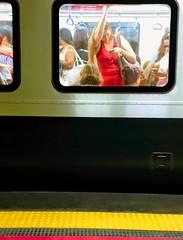 porque hoje é sexta (lucia yunes) Tags: metro metrorio metrô metrópole subway cenaderua fotoderua fotografiaderua mulher carrodasmulheres streetphoto streetscene streetshot streetlife lifeinstreet life cotidiano transporte transportepúblico luciayunes motoz3play mobilephotography mobilephoto