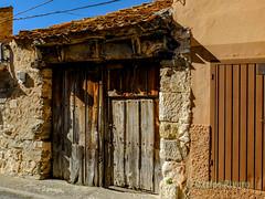 Antigua puerta de madera en Vegas de Matute, Segovia. (Airbeluga) Tags: paisajes segovia nature naturaleza delarisca castillaleón senderismo españa sendcerrocaloco