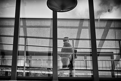 OKSF 255 (Oliver Klas) Tags: okfotografien oliver klas street streetfotografie streetphotography strassenfotografie streetart streetphotographer streetphoto stadtleben streetlife streetculture urban schwarzweis schwarzweissfotografie blackandwhite monochrom farblos abstrakt dunkel hell grau schwarz weiss black white sw schwarzweiss kunst art künstler kultur deutschland germany stadt city europa deutsch staat westdeutschland ostdeutschland norddeutschland süddeutschland personen people menschen persons volk familie angehörige bewohner bevölkerung leute europäer mann frau gesellschaft menschheit mensch völker de
