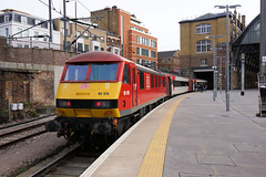 90019 at KGX (gooey_lewy) Tags: class 90 electric loco locomotive train rail railway station london kings cross terminus east coast mainline line ecml lner north easter eastern mk4 mark 4 set db red multimodal 90019 platform shed skoda