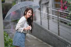 TOM05320 (HwaCheng Wang 王華政) Tags: 張嘉庭 小嘉 邱比特 秋比特 人像 外拍 md model portraiture sony a7r3 ilce7rm3 a7r mark3 a9 ilce9 2470 35 85 gm 教室 老師 學生 紋身 下雨 雨 雨傘 rain umbrella
