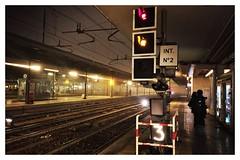 Bologna - Stazione Centrale (Moro972) Tags: yellowlight 3 redlight light notte night italia italy iphone6 border central station centrale stazione train bologna
