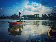 The arrival. (mri dul) Tags: rivar rivarside nature sky water boat boatman
