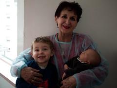 Mamie et ses petits-enfants (Dahrth) Tags: gf1 lumix20mm microquatretiers grandmother grandmère bébé baby kid boy girl fille