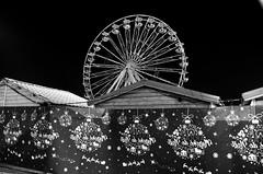 (Jean-Luc Léopoldi) Tags: bw noiretblanc nuit ville granderoue ferriswheel christmas noël fermé vide nobody désert