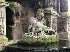 amant-fontaine© (alexandrarougeron) Tags: photo alexandra rougeron personnage univers style paris