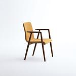 木製椅子の写真