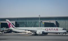 Qatar airways Airbus a350-900 A7-ALI Doha Hamad airport (Michele Centurelli) Tags: qatar a350 a350900 a7ali doha hamad airport airways plane aereo airbus nikon d7200 18105
