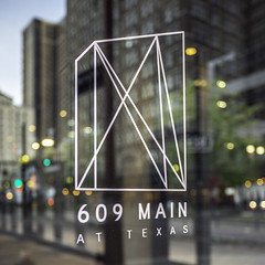 Window Logo - 609 Main at Texas - Downtown Houston (Mabry Campbell) Tags: 609mainattexas harriscounty hines houston pickardchilton texas usa architecture building downtown exterior glass image logo photo photograph skyscraper tower window f40 mabrycampbell april 2019 april22019 20190402houstoncampbellh6a6749 31mm ¹⁄₃₀sec 320 ef1740mmf4lusm