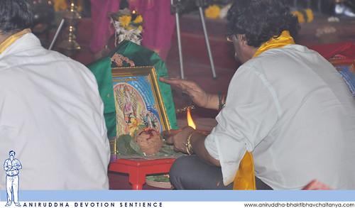Sadguru Shree Aniruddha performing Mahapoojan during Shree Varada Chandika Prasannotsav | श्रीआदिमाता वरदा चण्डिका प्रासादिक महापूजन करताना सद्गुरु श्रीअनिरुद्ध बापू