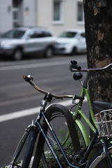 side by side as always (Amselchen) Tags: bike bicycle street city bokeh blur dof depthoffield canon ef85mmf18usm canoneos6dmarkii