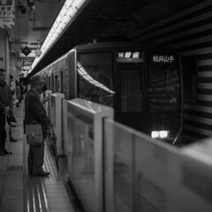 JR Kitashinchi Sta. (Hideki Iba) Tags: railway train jr kitashinchi station square nikon d850 58mm monochrome bw blackandwhite whiteandblack 白黒 黑白