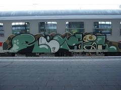 RÄTSEL (mkorsakov) Tags: münster hbf bahnhof mainstation zug train ic intercity graffiti piece bunt colored oldschool rätsel