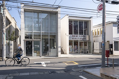 Tokyo.渋谷区神宮前 NEW YORK GALLERY前 (iwagami.t) Tags: iwagamitetsuo 201903 fujifilm fuji xt3 xf14mm japan tokyo city town urban street road bicycle building
