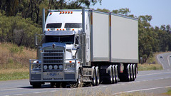 Unknown O/O (2/3) (Jungle Jack Movements (ferroequinologist)) Tags: newell highway nsw new south wales parkes melbourne sydney brisbane hp horsepower big rig haul haulage freight cabover trucker drive transport carry delivery bulk lorry hgv wagon road nose semi trailer deliver cargo interstate articulated vehicle load freighter ship move roll motor engine power teamster truck tractor prime mover diesel injected driver cab cabin loud rumble beast wheel exhaust double b grunt kenworth