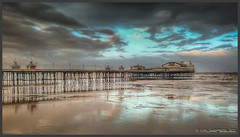 Blackpool beach (Schnitzel_bank) Tags: wolken clouds wasser himmel strand beach pier quai kai brücke seebrücke landschaft landscape ufer irischesee muiréireann irishsea blackpool lancashire northpier