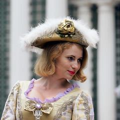 Model (Peterhof, Russia) (Manuel Chagas) Tags: manuelchagas model woman beautiful hot hat olympus omd em1 zuiko mzuiko olympus40150f28 mzuiko40150f28 mft m43 microfourthirds stpetersburg russia vintage peterhof