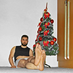 Spartacus (262) (@the.damned.spartacus) Tags: male big muscle bulge hunk hairy legs feet foot fetish toe chest gym christmas tree decoration bowtie bigfeet
