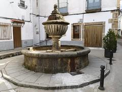 Fuente pilon calle General Sanjurjo de Hervas Caceres (Rafael Gomez - http://micamara.es) Tags: fuente pilon calle general sanjurjo de hervas caceres