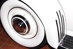 1935 Duesenberg JN-564 Cabriolet Convertible Tire and Fender (ksblack99) Tags: duesenberg 1935 jn564 cabriolet convertible automobile classiccar gilmorecarmuseum hickorycorners michigan