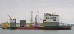 MAERSK RESILIENT & BOKA VANGUARD (kees torn) Tags: bokavanguard heavylift maassluis maasvlakte2 offshore boskalis maerskresilient drillingplatform sif