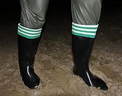 Nora boots in midnight mud (essex_mud_explorer) Tags: nora dolomit dolomite noradolomit noradolomite noraboots norawellies wellies wellingtons wellingtonboots rubberboots pvc gummistiefel gumboots rainboots rainwear mud muddy muddyboots muddywellies mudflats matsch schlamm boue footballsocks socks