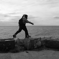 synchron ([klauspeter]) Tags: hafen wasser visby ostsee meer stones stein synchron jump schwestern sisters gotland sweden sverige schweden