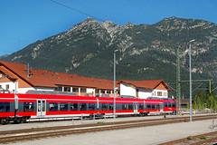 Garmisch-Partenkirchen - Bahnhof (4) (Pixelteufel) Tags: garmischpartenkirchen bayern bavaria alpen tourismus bahnhof station trainstation bahnsteig bahnverkehr bahnlinie eisenbahn trains schienenverkehr triebwagen triebzug zug gebirge bergwelt