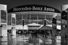 Mercedes Platz Eröffnung (Berlin-Knipser) Tags: berlin berlinmitte deutschland germany fujix100f artinbw blackandwhite bw blackwhite schwarzweis schwarzweiss sw spree