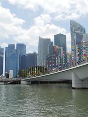 SingaporeRiverColonialDistrict027 (tjabeljan) Tags: singapore asia colonialdistrict singaporeriver colemanbridge oldparliament fullertonhotel themelrion raffles victoriatheatre clarkquay marinabay