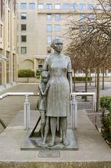 Statue Portra 400 (separatesunsets) Tags: 35mm canonae1 edinburgh portra400 scotland uk colournegative film