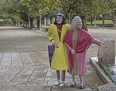 """""""Las dos Marías"""", Parque de la Alameda, Santiago de Compostela (Miguelanxo57) Tags: escultura policromía colores lasmarías lasdosmarías santiagodecompostela compostela acoruña galicia"""