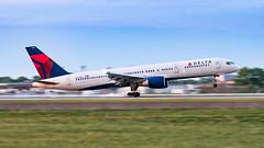 MSP N678DL (Moments In Flight) Tags: minneapolisstpaulinternationalairport msp kmsp mspairport aviation airplane panning aviationphotography rawrecovery n678dl boeing 757 757200 b752 757232 deltaairlines avgeek
