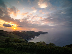 R a y (davYd&s4rah) Tags: azores island europe atlanticocean sunset sky clouds sunrays olympus em10markii laowa75mmf20 wideangle sonne coastline