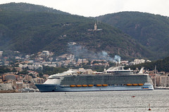 MS 'Symphony of the Seas', Royal Caribbean, Palma de Mallorca, Mallorca, Spain (Kev Slade Too) Tags: mssymphonyoftheseas royalcaribbean imo9744001 palmademallorca mallorca majorca spain