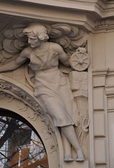 Prager Fassadendetails - 22 (fotomänni) Tags: prag praha prague kunst art reisefotografie statue skulpturen skulptur sculpture manfredweis