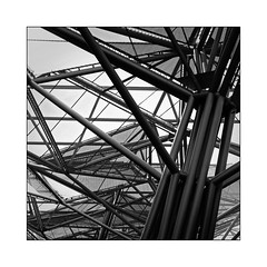 Tubulures (Jean-Louis DUMAS) Tags: abstract abstrait abstraction architecture architect architecte architectural architecturale bâtiment building noir et blanc nb noireblanc bw black white naples napoli sony