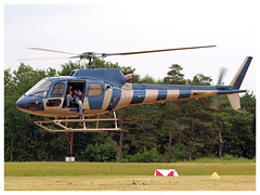 Aérospatiale AS-350B2 Ecureuil F-HMEG (Aerofossile2012) Tags: cameraman aérospatiale as350b2 ecureuil fhmeg helicoptère people helicopter voiluretournante meeting airshow laferté 2017