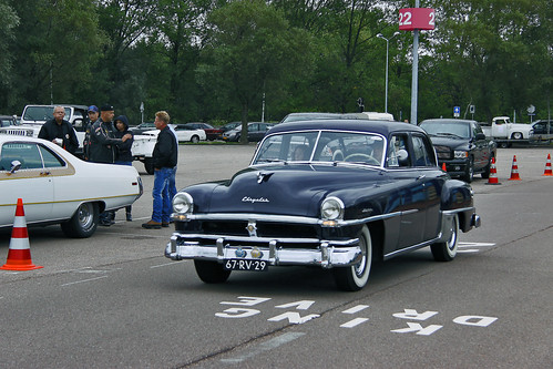 Chrysler Windsor DeLuxe Sedan 1951 (6435)