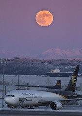 Wolf Moon over ANC (Akfotoman) Tags: alaska anchorage anc tedstevensanchorageinternationalairport fullmoon wolfmoon bloodmoon aircargo cargo airlines ups evertsaircargo knikarm usa