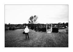 Alice hélas a hésité. (Scubaba) Tags: europe france pasdecalais bw blackwhite noirblanc noiretblanc monochrome porte door femme woman