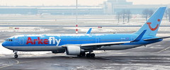 Boeing 767-304 PH-OYI (707-348C) Tags: amsterdamschiphol boeing passenger airliner jetliner boeing767 b763 phoyi eham ams netherlands tuiairlinesnetherlands tui tuiairlines arkefly arke amsterdam schiphol 2010