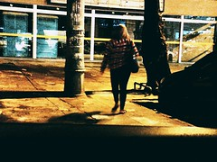 noite, bem tarde (lucia yunes) Tags: gente cenaderua fotoderua fotografiaderua mobilephotography rua noite night streetphoto streetscene streetnight streetlife lifeinstreet motoz3play luciayunes darkness dark