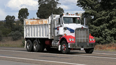 Ken Tip (2/3) (Jungle Jack Movements (ferroequinologist) all righ) Tags: k k123 k125 w925 tip dump truck refuse gravel sand soil kenworth highway hauling haulin hume sydney 2019 yass classic historic vintage veteran hcvca vehicle run hp horsepower big rig haul haulage freight cabover trucker drive transport delivery bulk lorry hgv wagon nose semi trailer deliver cargo interstate articulated load freighter ship move roll motor engine power teamster tractor prime mover diesel injected driver cab wheel double b kw ken kenny k100 tipper hoist