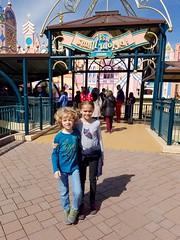 The Kids At It's A Small World (Joe Shlabotnik) Tags: disneylandparis paris cameraphone itsasmallworld france april2018 disney everett galaxys7 violet disneyland eurodisney 2018