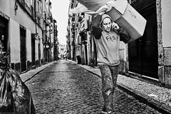 Lissabon Gente de Lisboa 81 bw (rainerneumann831) Tags: bw blackwhite street streetscene ©rainerneumann urban monochrome candid city streetphotography blackandwhite lisboa lissabon gentedelisboa mann