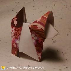 """Gatto 2D"" Modello creato ieri, 19/02/2019. Versione 2D ed interpretazione con formatura minimale. -------------------------------------------- ""Cat 2D"" Model created yesterday, 19/02/2019. 2D version and rendition with some minimal shaping.  #origami #ca (Nocciola_) Tags: origami2d gatto paperart cartapiegata createdandfolded papiroflexia paperfolding originaldesign danielacarboniorigami paper origami cat"