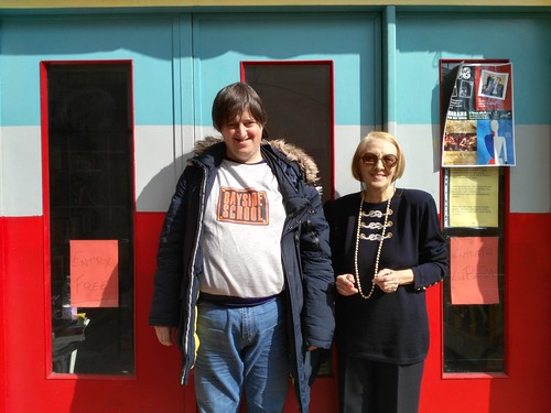 Franca e Alessandro davanti la biblioteca Pigna mon amour