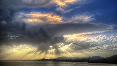 (008/19) Beni (Pablo Arias) Tags: pabloarias photoshop ps capturendx españa photomatix nubes cielo arquitectura mar agua mediterráneo rayos atardecer ocaso benidorm alicante
