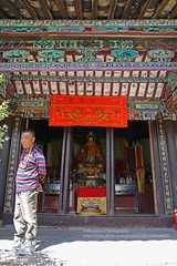 Longquan, Three sages temple (blauepics) Tags: china chinese chinesisch yunnan province provinz longquan lijiang city stadt architecture architektur buildings gebäude buddhism buddhismus religion faith glaube tower three sages temple tempel altar statue buddha colours farben man mann
